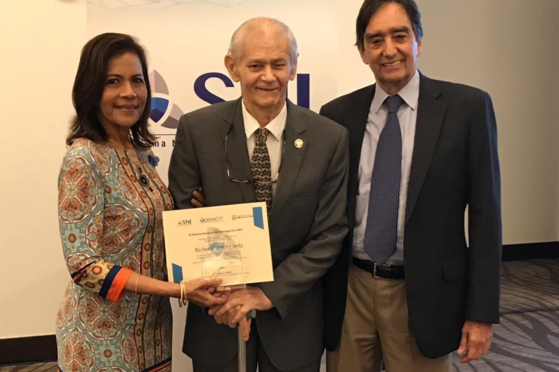 Sanjur and Cook Honored by Panama's SNI