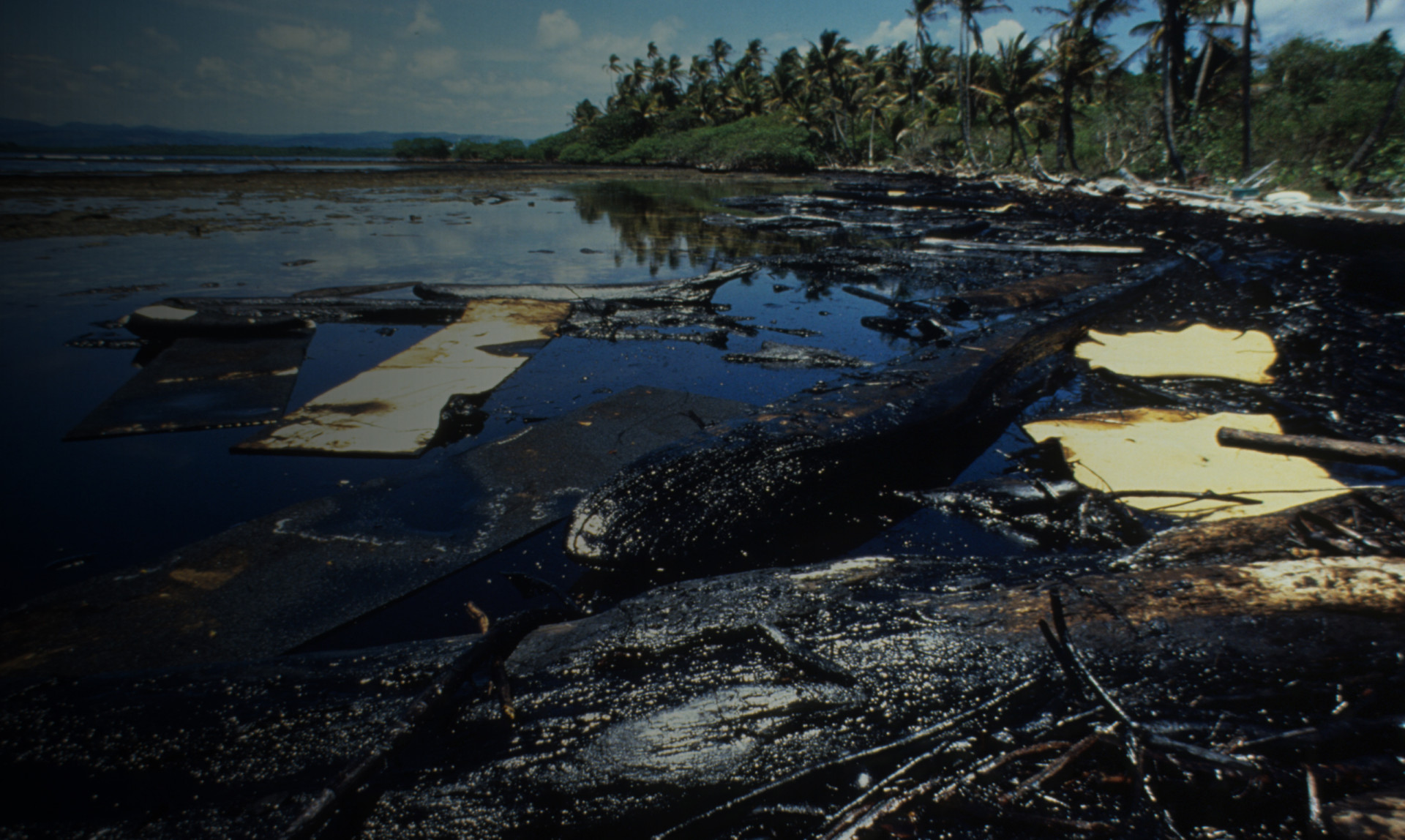 The breakup of the tanker Witwater spilled 14,000 barrels of diesel oil and Bunker C near Galeta. Eighteen years later, 75,000 barrels of crude oil spills was spilled near the station