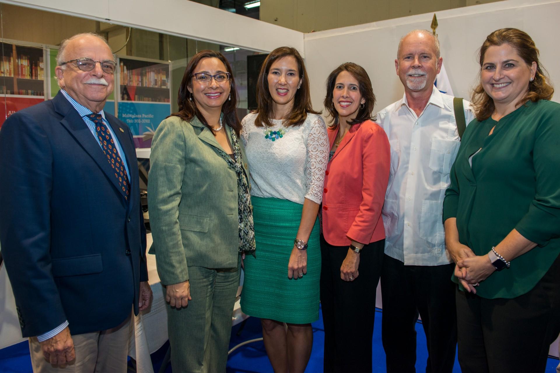 Ira Rubinoff, left, visits the Panama International Book Fair