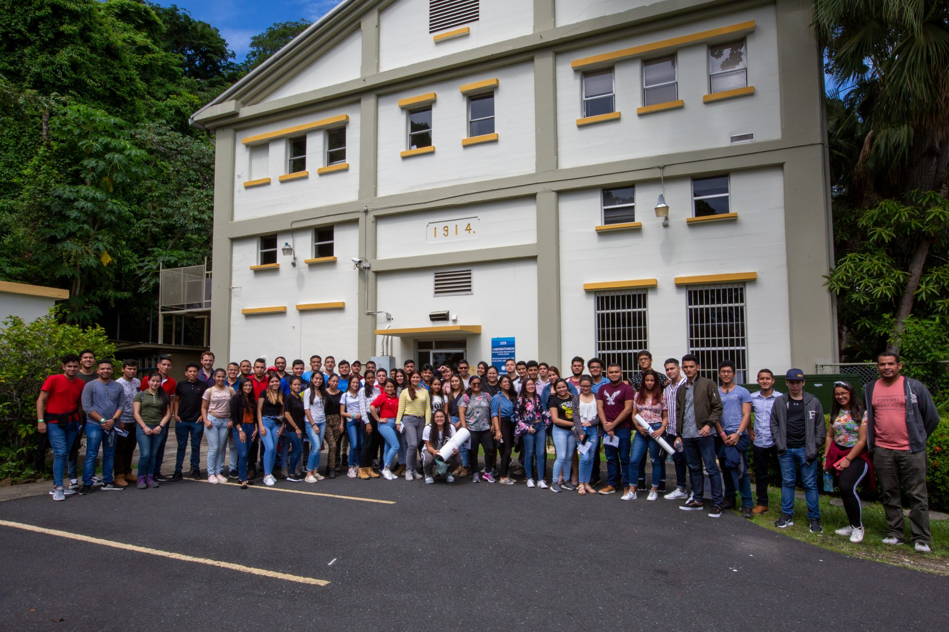 Naos Marine Laboratories for 65 students from the Technological University of Panama-Chiriquí